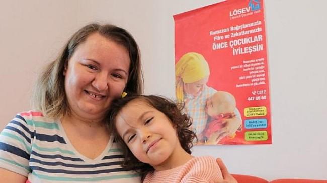LÖSEV'den Anneler Günü'nde  'Mutluluğun Resmi'