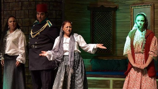 Aliağa Şehir Tiyatrosu'ndan Kahkaha Tufanı
